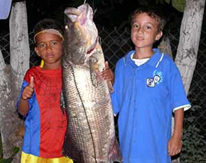 Kids fishing in Chacahua